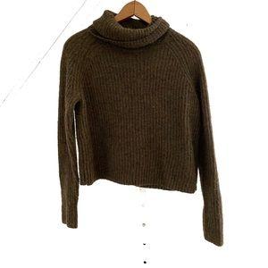 Aritzia Talula Cropped Turtleneck Sweater
